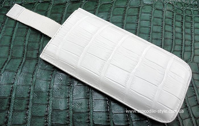 чехол к мобильному телефону из белой кожи крокодила.